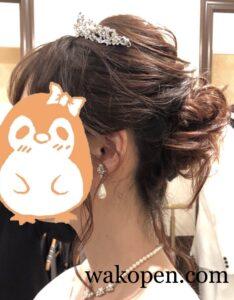 ウェディングドレスのヘアスタイル横向き
